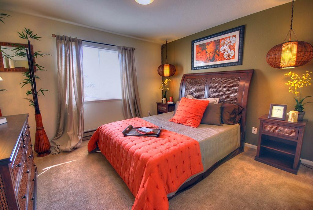 Согласно учению фен шуй, у спальни двойное назначение - способствовать одновременно и полноценному отдыху и ярким...